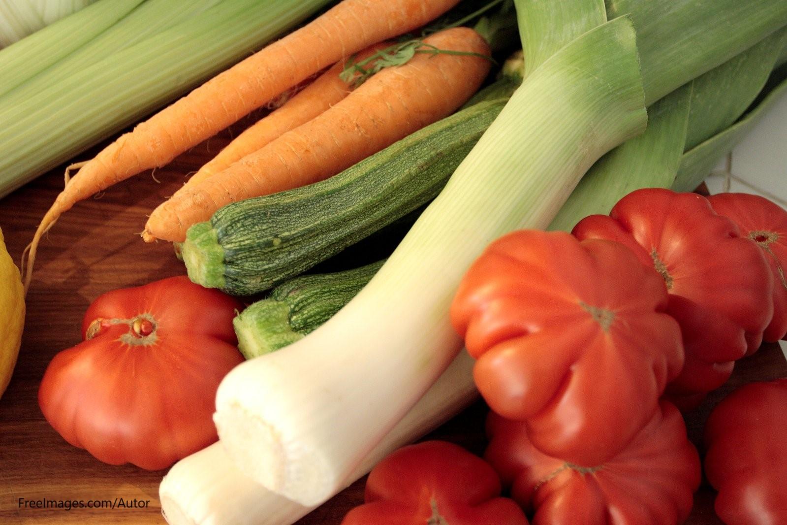 vegetables-tomato-onions-zucchine-carrots-1328035fuaclkokApirB
